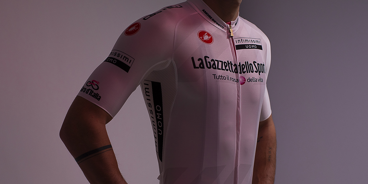 Giro d'Italia2021 Intimissimi Uomo veste la Maglia Bianca