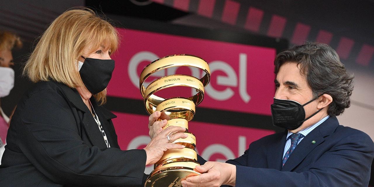 I tifosi del Giro d'Italia premiano il Pirata